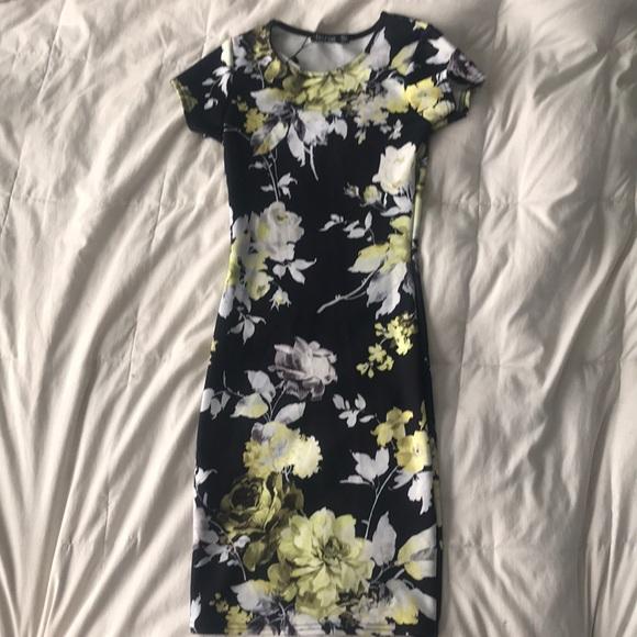 Boohoo Dresses & Skirts - Floral Bodycon Midi Dress